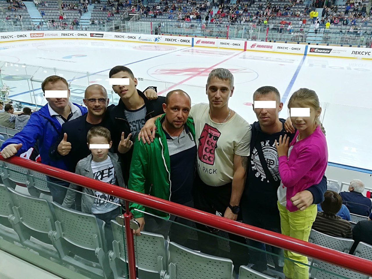 Резиденты на хоккее