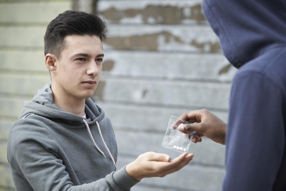 Наркотики и подростки
