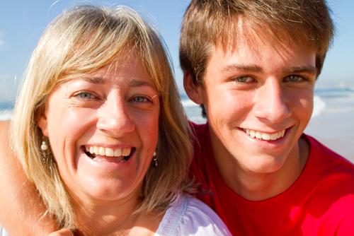 Мать и здоровый сын