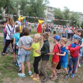 дети на воркаут-площадке